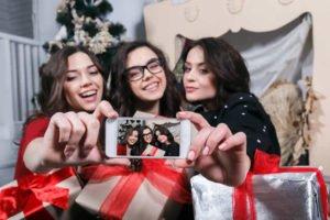 Regali di Natale: cosa regalare alle amiche